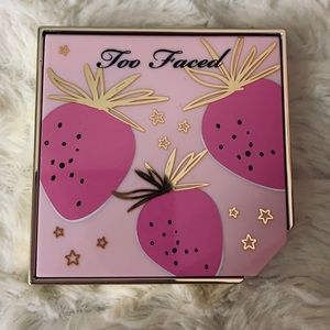 too faced fruit cocktail blush  shade:strobeberry